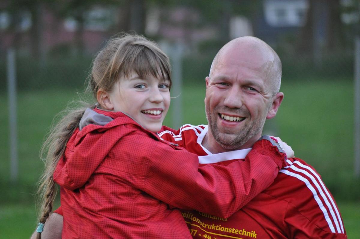 Stolzer Papa und stolze Tochter